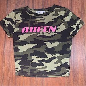 STREETWEAR SOCIETY QUEEN CAMOUFLAGE CROPPED TSHIRT